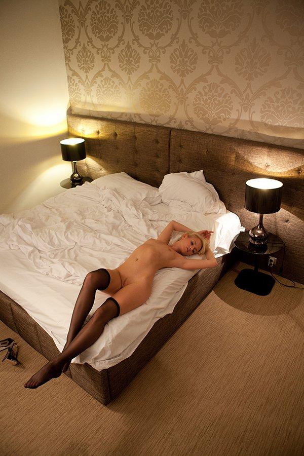 Секс с шикарной праституткой в черных чулках и шпильках hd 17 фотография