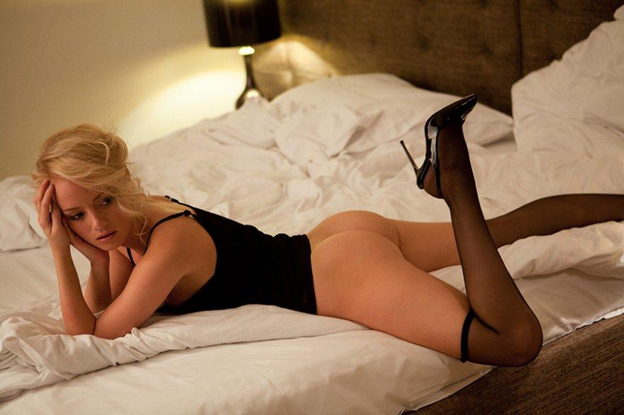 Секс с шикарной праституткой в черных чулках и шпильках hd 12 фотография