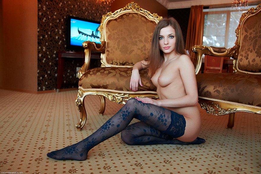 В гостиной фото секси