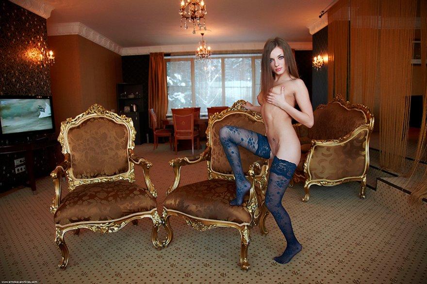 Проститутка в голубых чулках