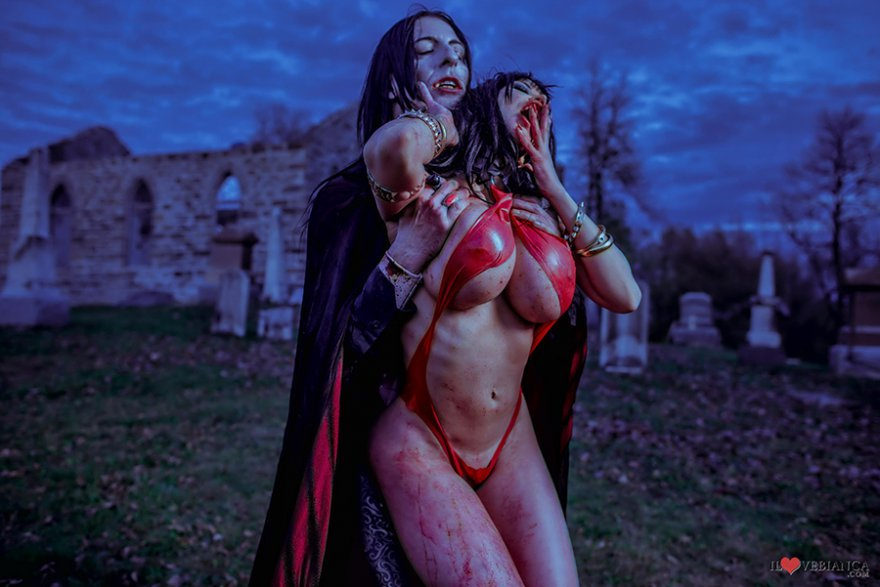 Который в видео секс укусил грудь вампиром её с