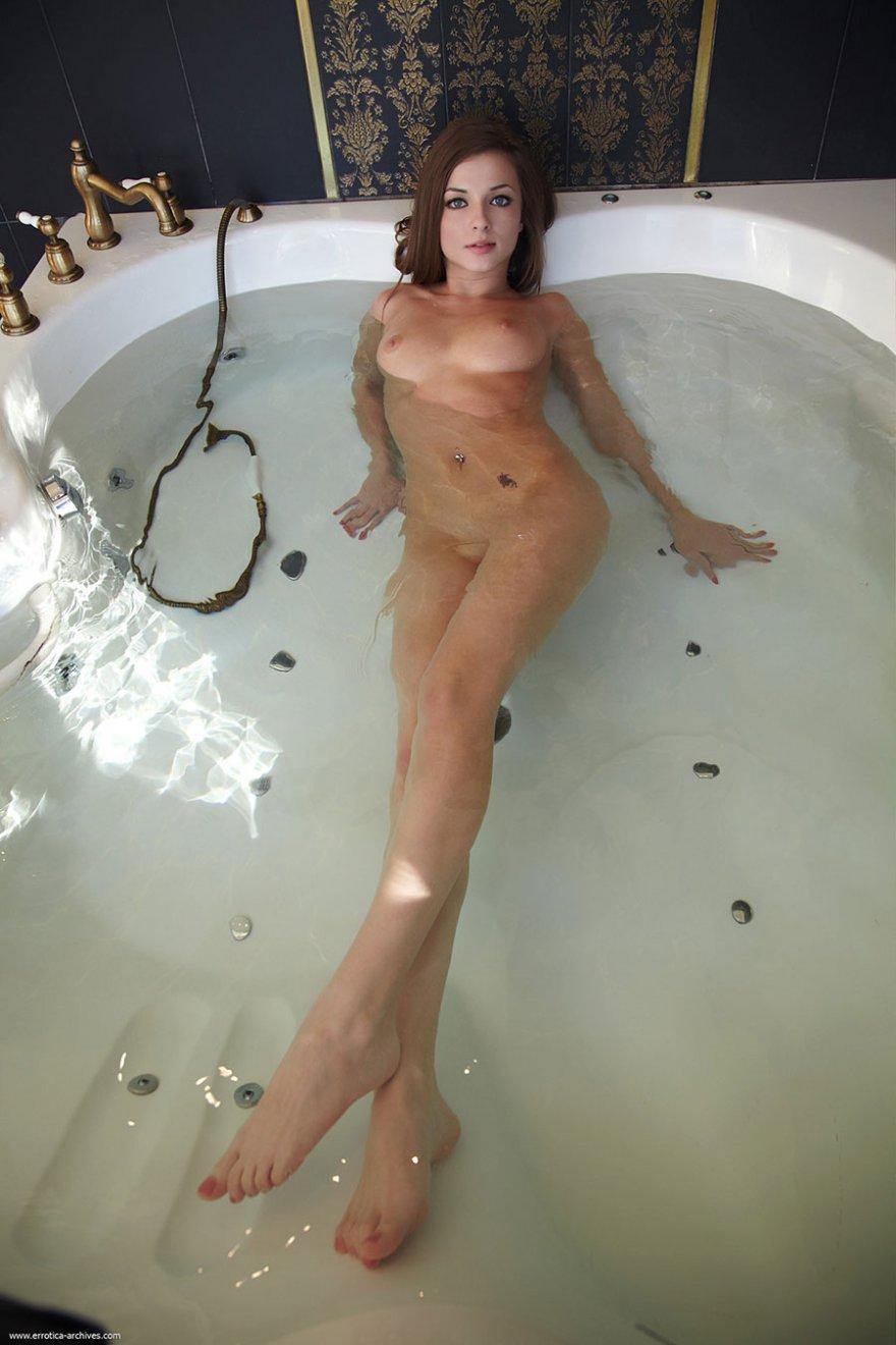 Эротика в ванной смотреть