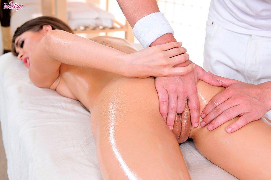 смотреть видео русский массаж только она успокоилась