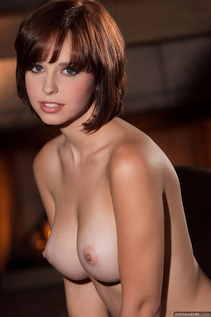 Short hair brunette pornstar — img 1