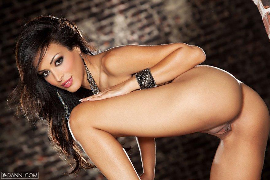 Порнушка привлекательной брюнетки с тигром секс фото