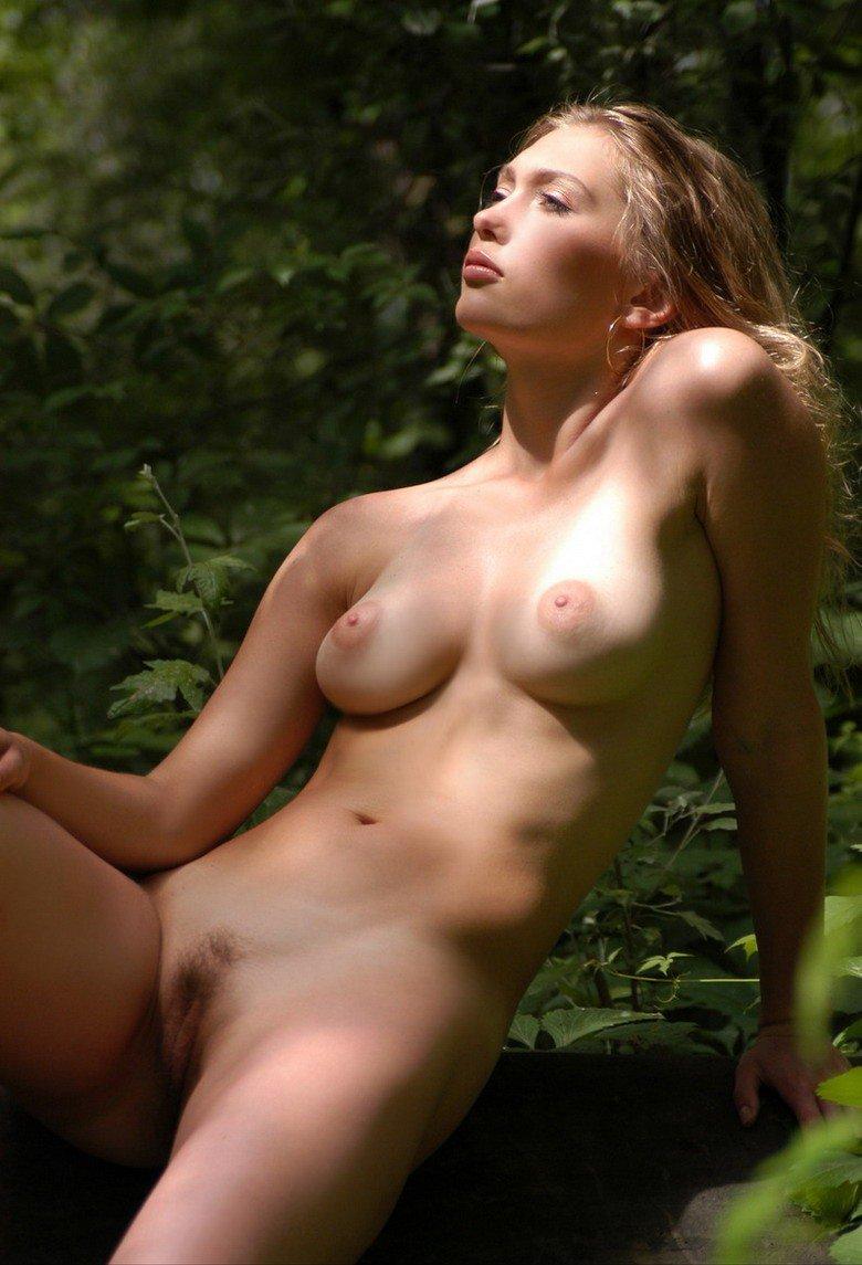 Заблудилась в лесу порно