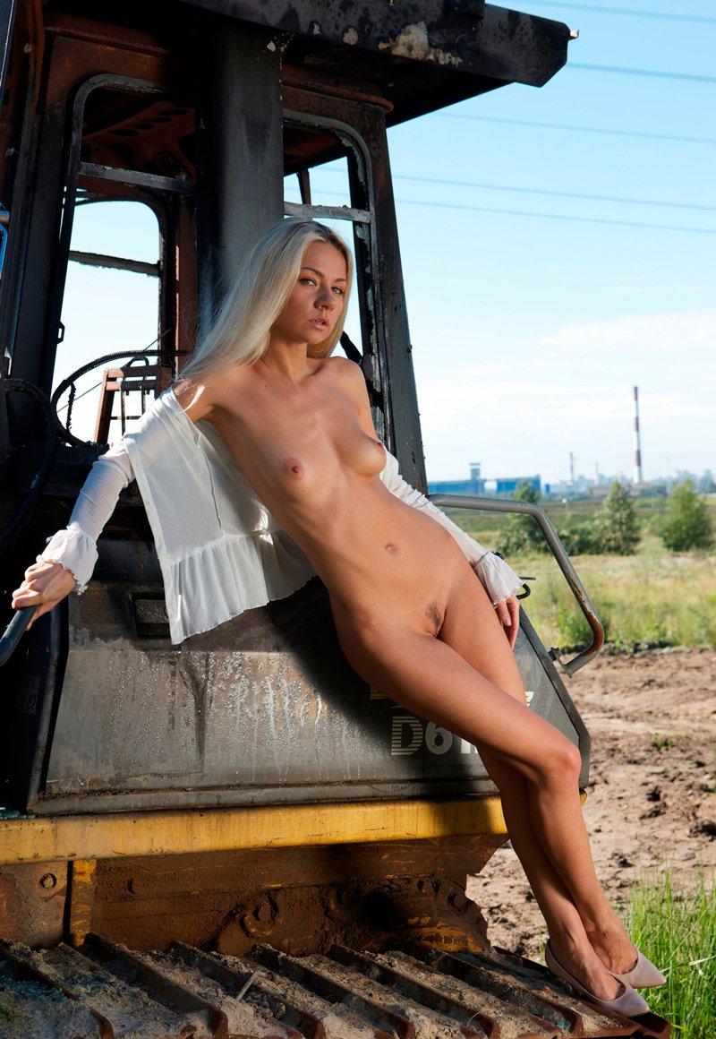 Красотка и трактор