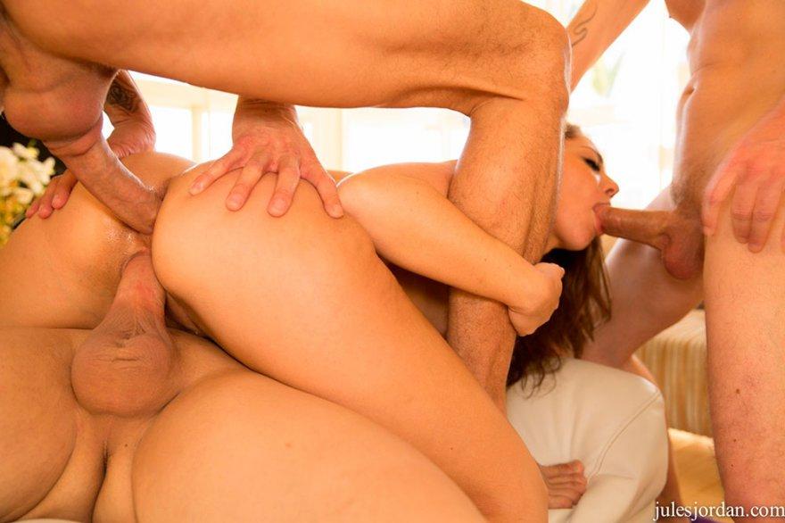 Русское порно одна девушка и трое парней смотреть онлайн бесплатно 18 фотография
