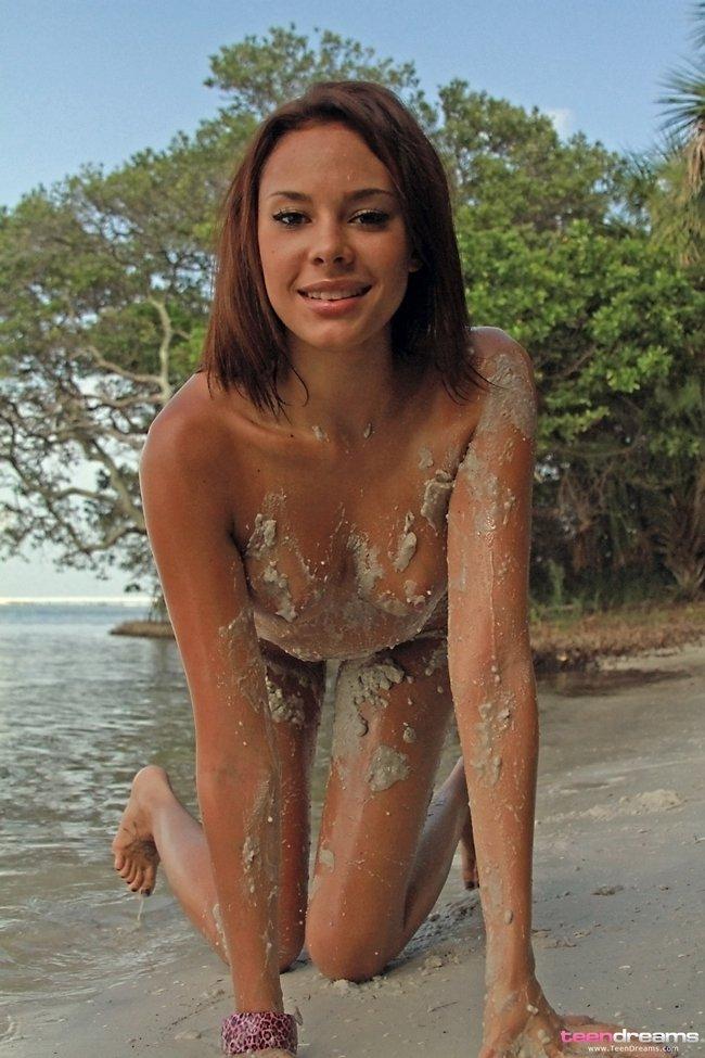 20-летняя девушка у моря смотреть эротику