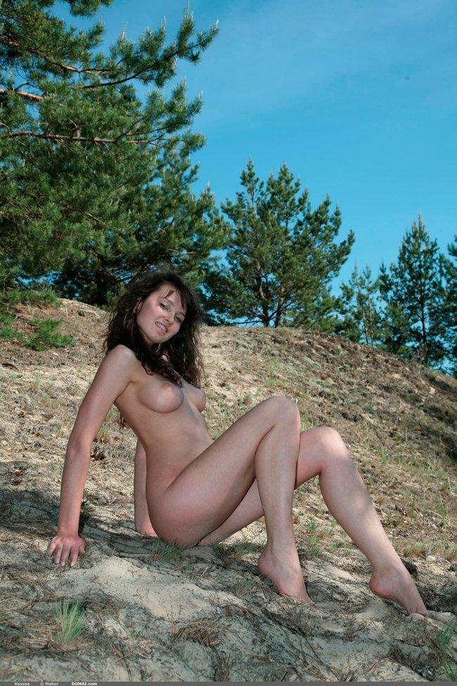 Модель на холме секс фото