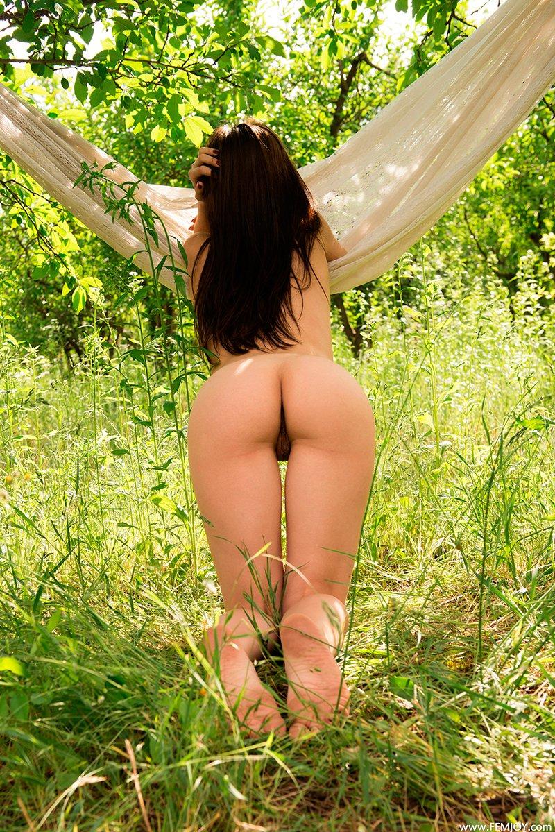 Секс фото тёлки в гамаке