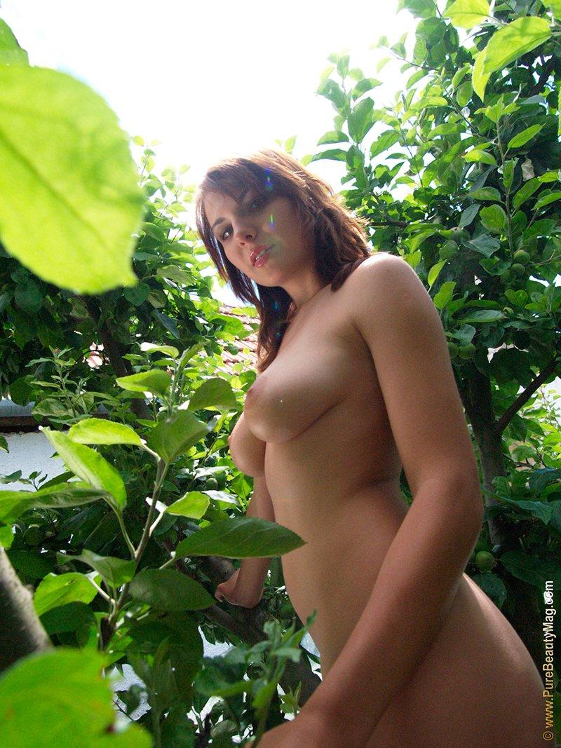 Девушка в естественной среде секс фото
