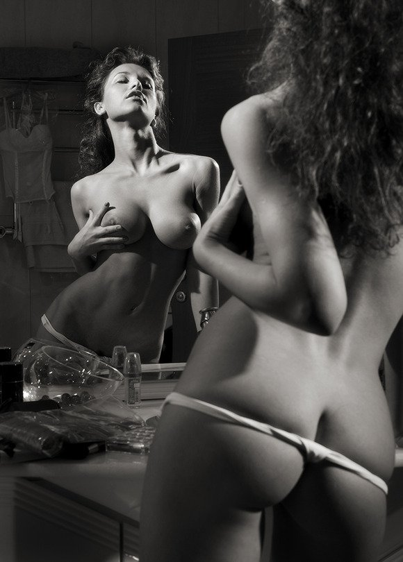 Бабы у зеркала секс фото