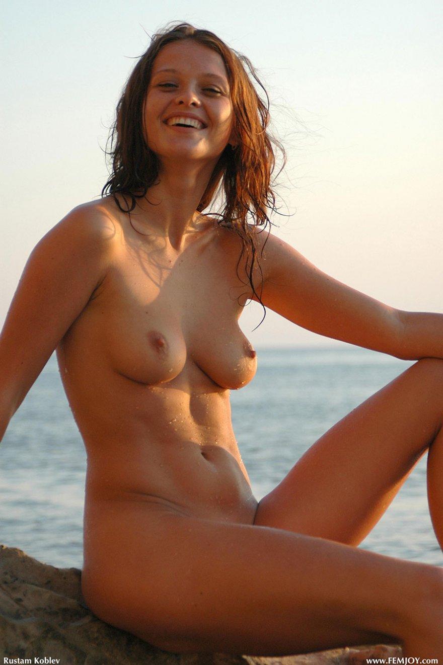 Эро фото рыженькой девчонки на море