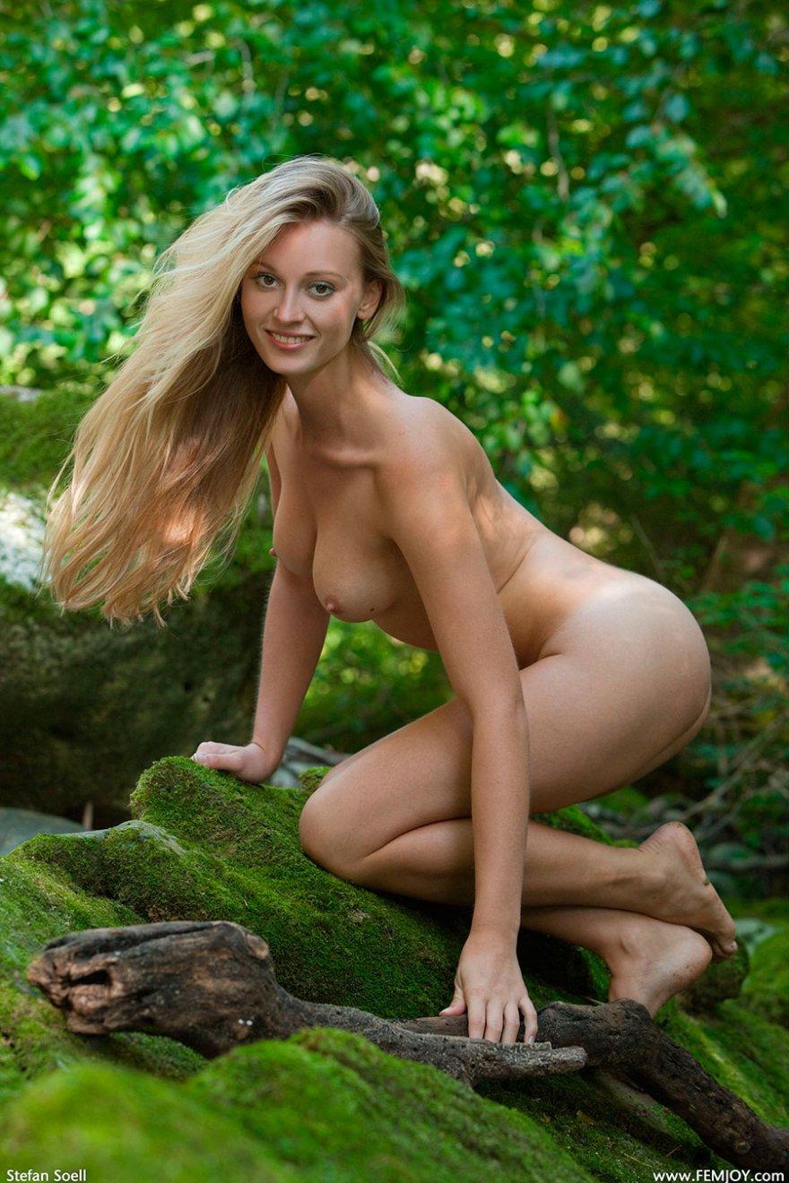 Стройные порнофото светловолосые девки с соколом