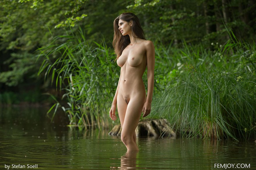 na-prirode-golie-devushki-video
