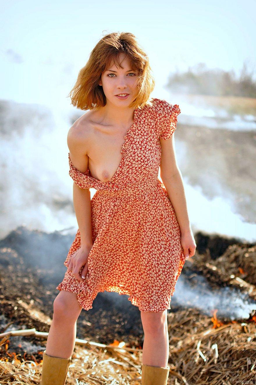 Рыжая девушка без трусиков 19 фотография