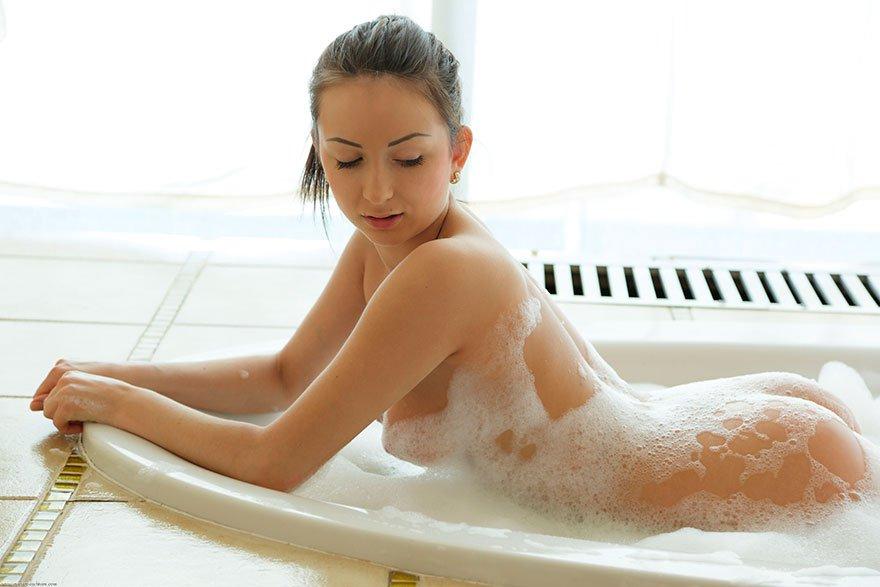 Суксуальные дойки чики в ванной