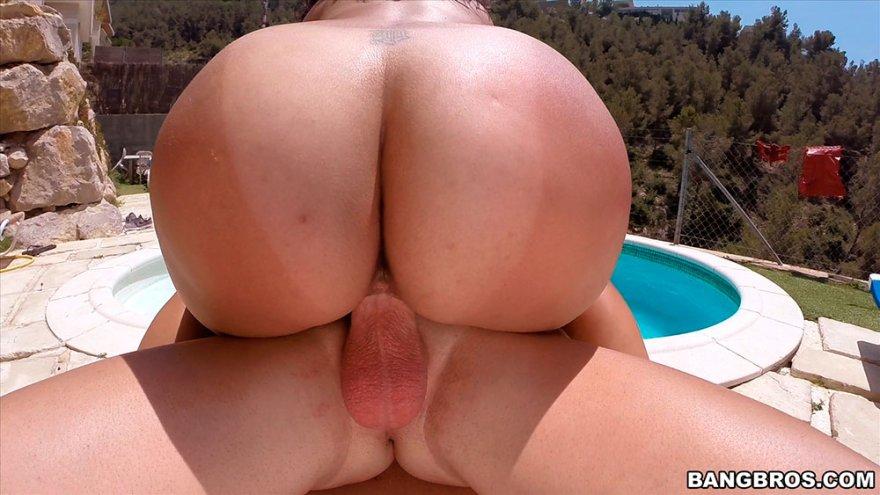Секс-фото секса брюнеточки с красивой сракой и большими сисяндрами