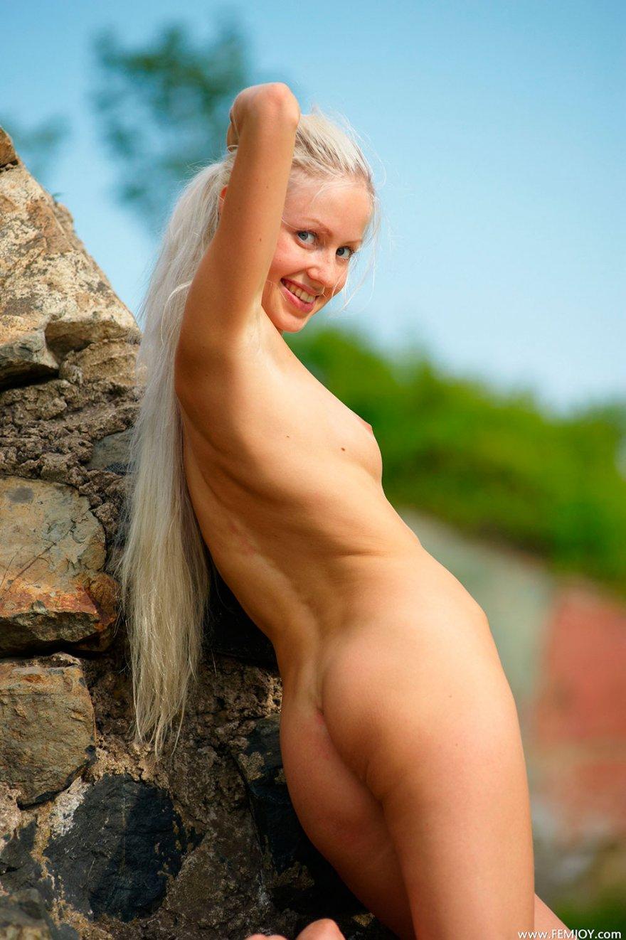 Интим фото подтянутой сучки со свелыми волосами с выдающимися волосами секс фото