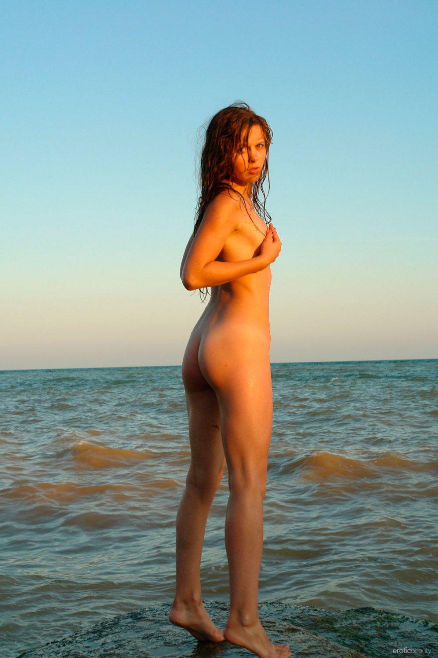 Эротика стройная женщина 9 фотография