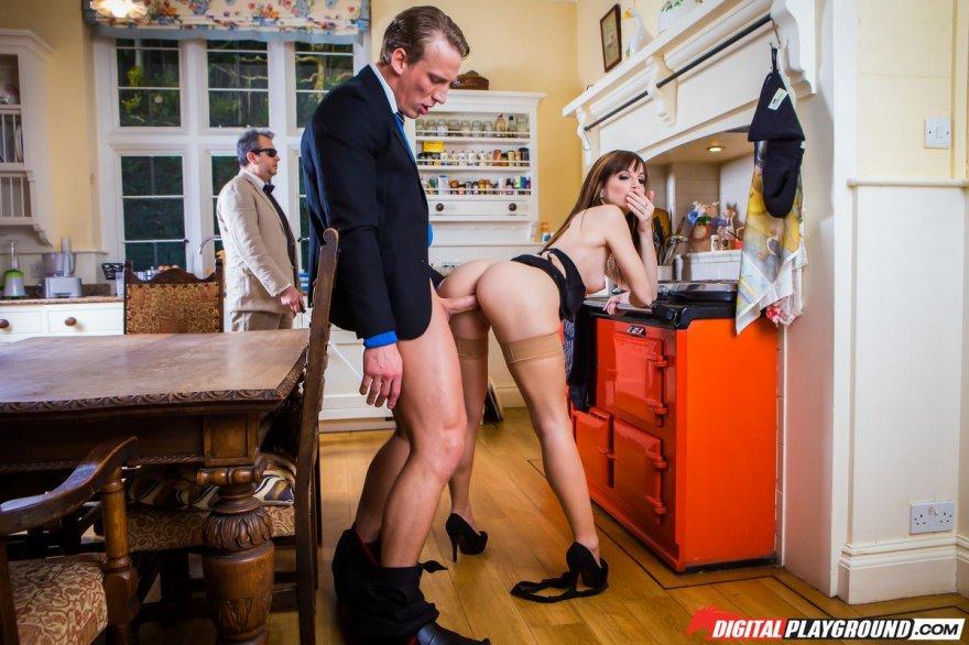 Порно фото ебли шатенки с большой сракой