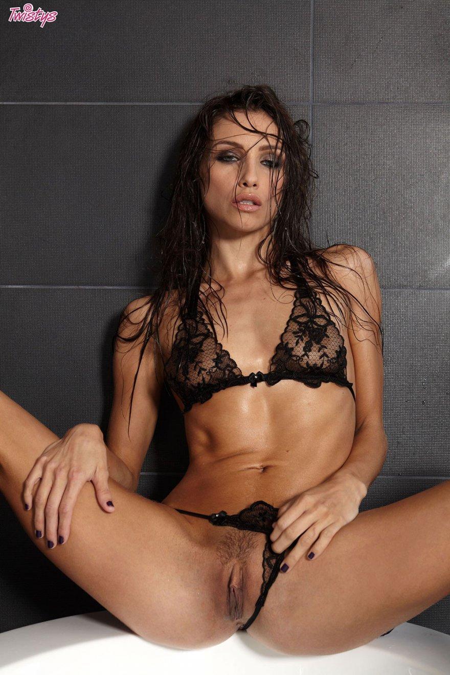 seks-s-bryunetkoy-v-kruzhevnom-bele-video-seks-so-zvezdami-rossii