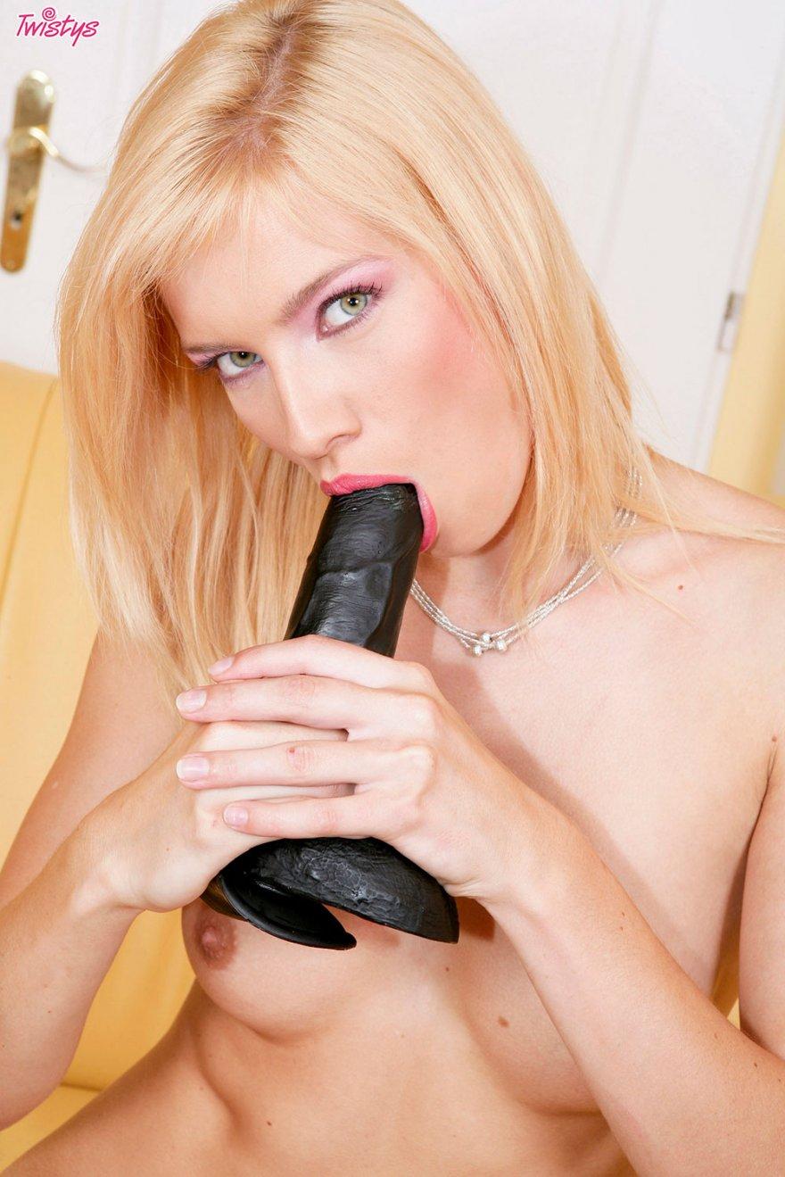 Секс с членом на присоске. Порно и секс видео.