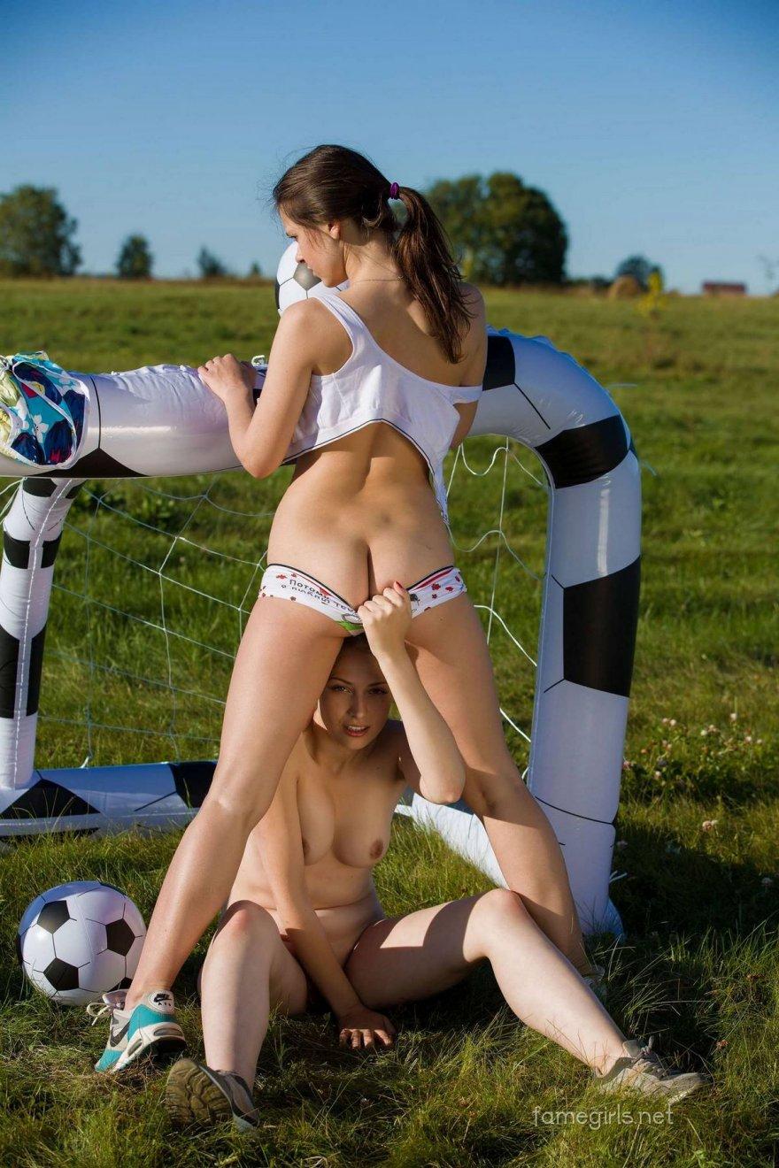 2е обнаженные футболистки