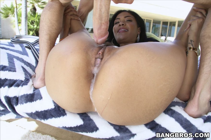 Снимках оргазма брюнеточки с гигантскими грудями
