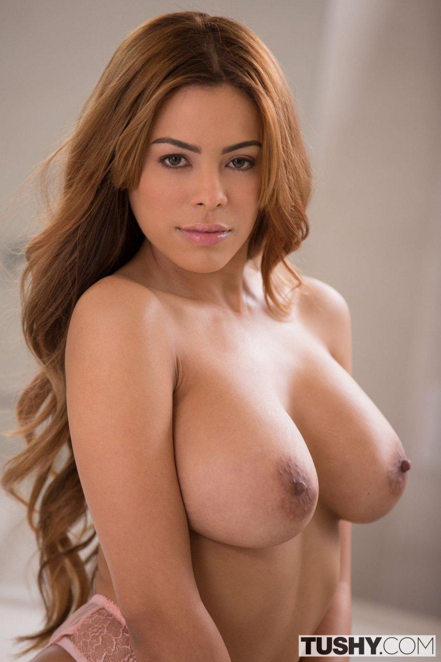 Гламурная фигура рыжей с симпатичными волосами секс фото
