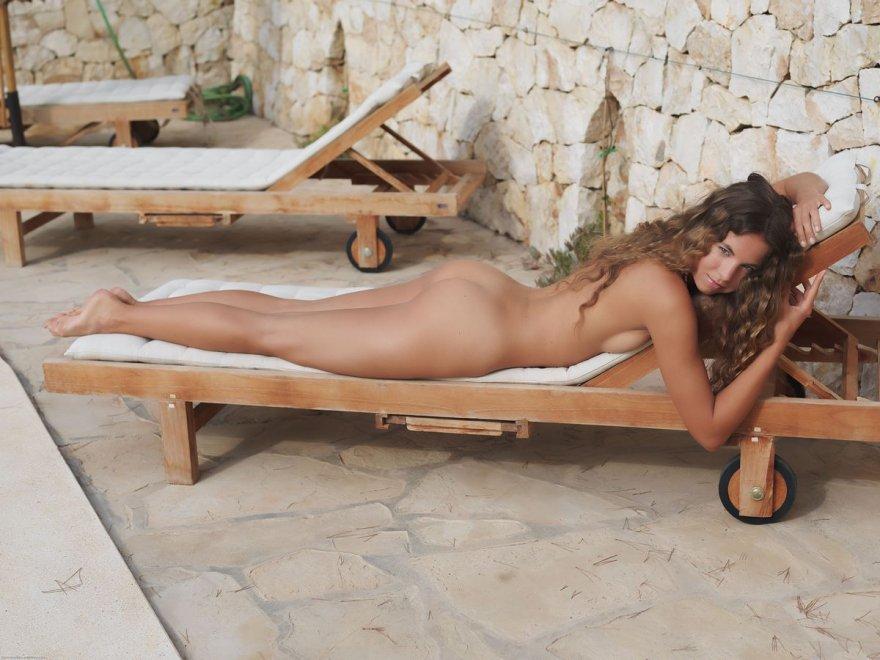 женская попа с анальной ппобкой фото