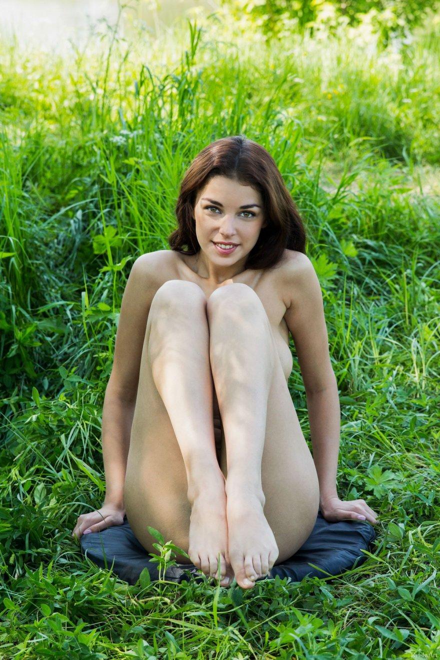 Секс с девушкой на траве 19 фотография