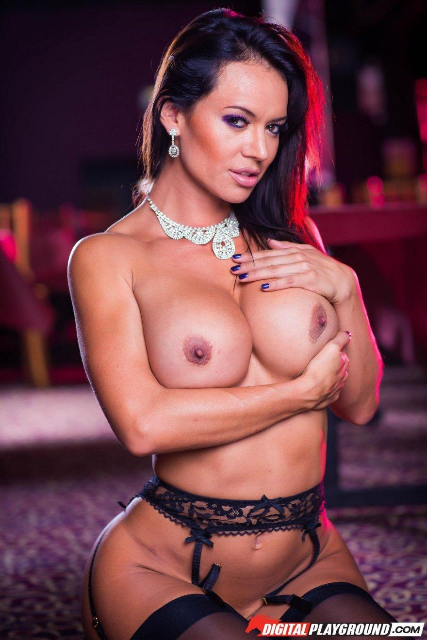 Неимоверная клубничка обнаженной мамаши Franceska Jaimes секс фото