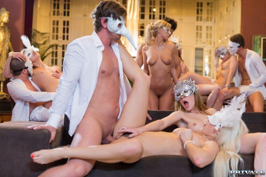 super-erotika-gruppovoe-v-maskah