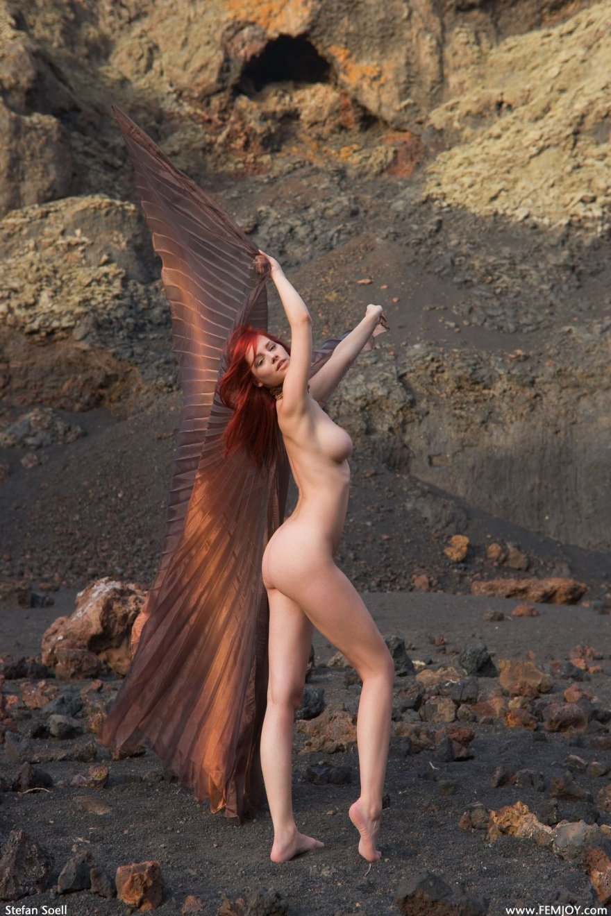 Лучшие эро фото рыжей телки с крыльями секс фото