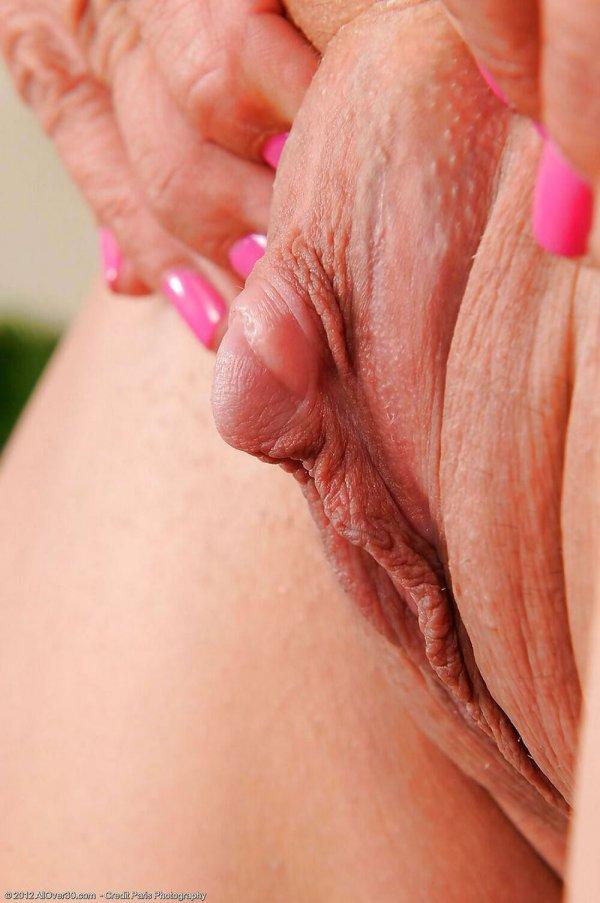 women-nude-akt-clit