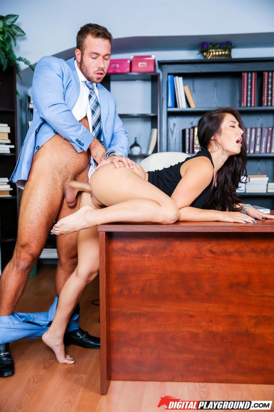 Порно в офисе игра общего