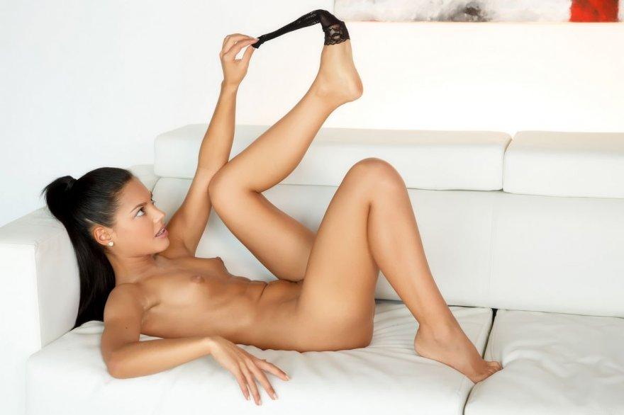 porno-konchil-v-anal-bryunetke