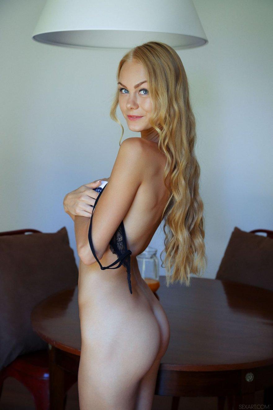 Голые худенькие блондинки с голубыми глазами фото 259-90