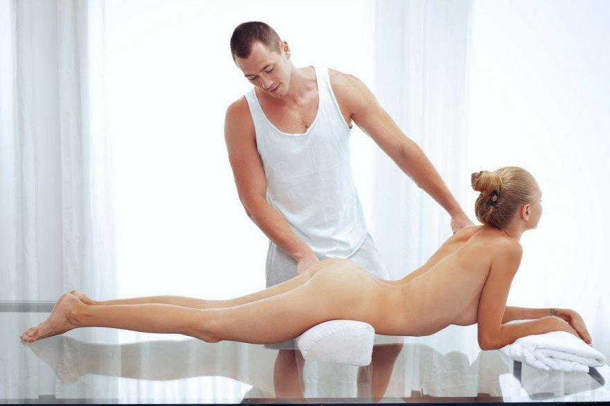 Фотках интимного массажа молодой бабы