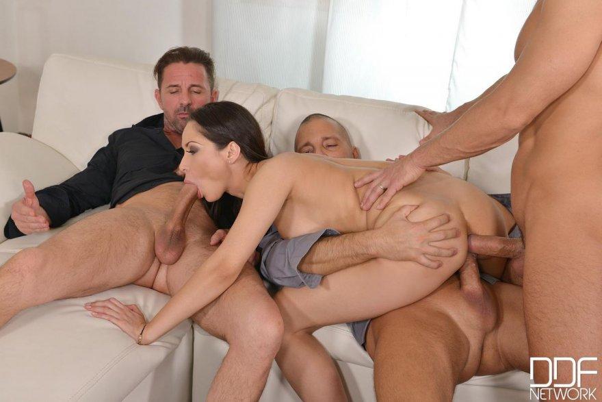Занятя груповим сексом