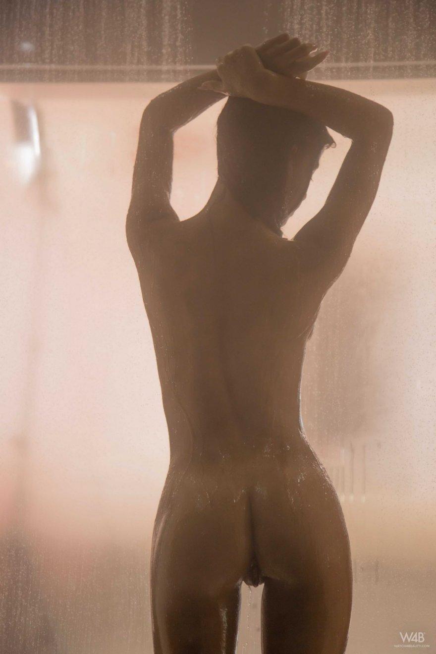 Красивые фото голой девушки в душе