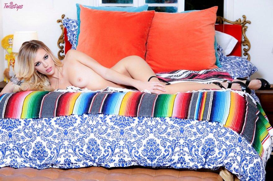 Красивые фото блондинки с длинными ножками