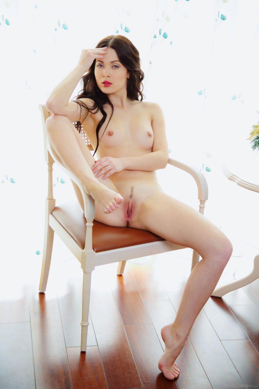 Чувственные фото голубоглазой шатенки секс фото