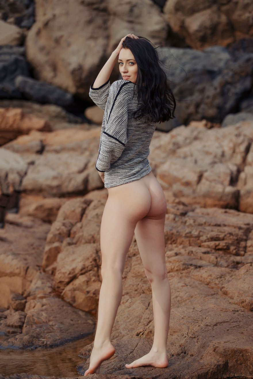 Голая в луже фото, порно видео с отдыха на море