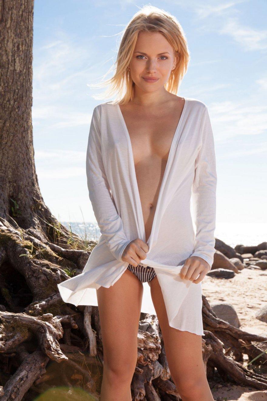 Смотреть порно с блондинкой с большими сисями 24 фотография