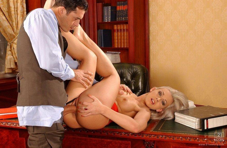 Секс-фото блондинки крупным планом
