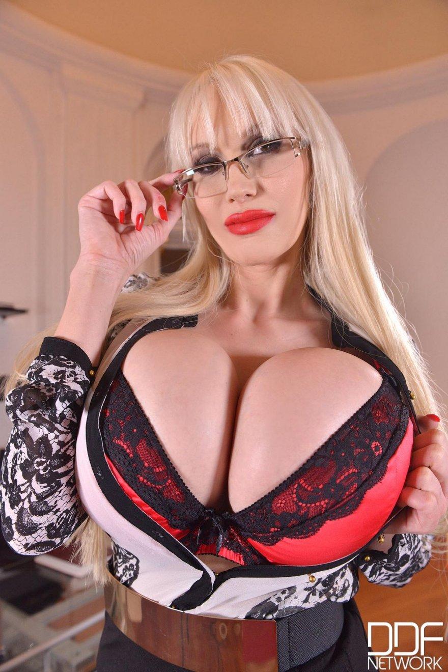 Смотреть порно с шикарными молодыми блондинками онлайн 25 фотография