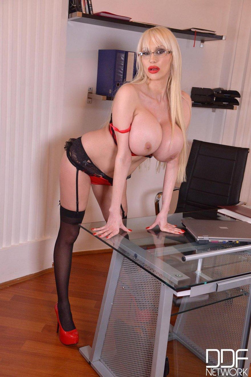 секс с секретаршой в офисе